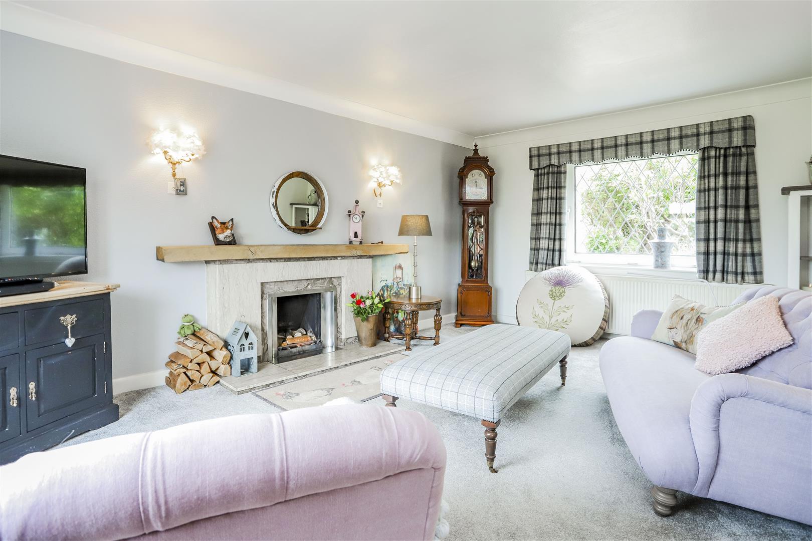 3 Bedroom Detached House For Sale - 2.JPG